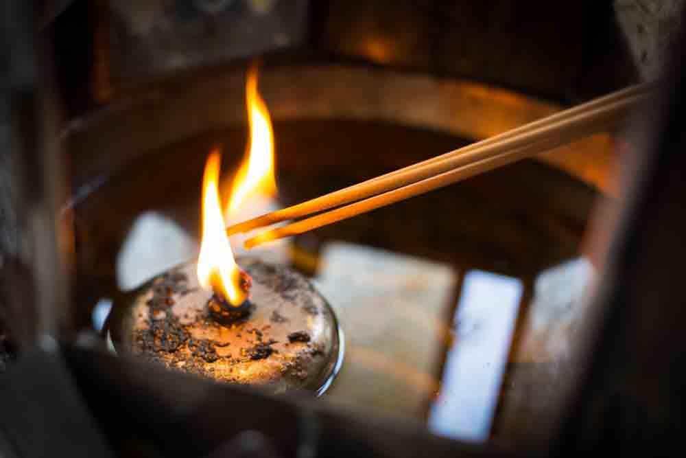 rủi ro từ đốt nhang thờ cúng